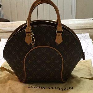 Louis Vuitton authentic Ellipse monogram key, bag